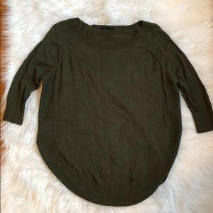 Green circle hem sweater